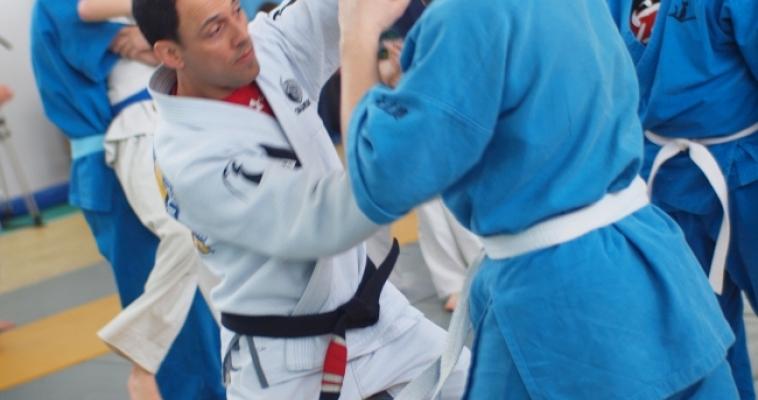 Бразильский мастер по джиу-джитсу научил местных кудоистов своим приёмам