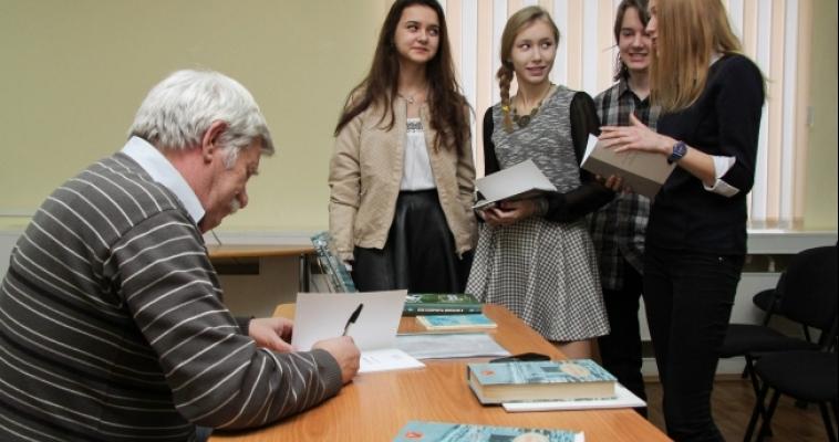 В Магнитогорске Год литературы начали сразу с двух встреч