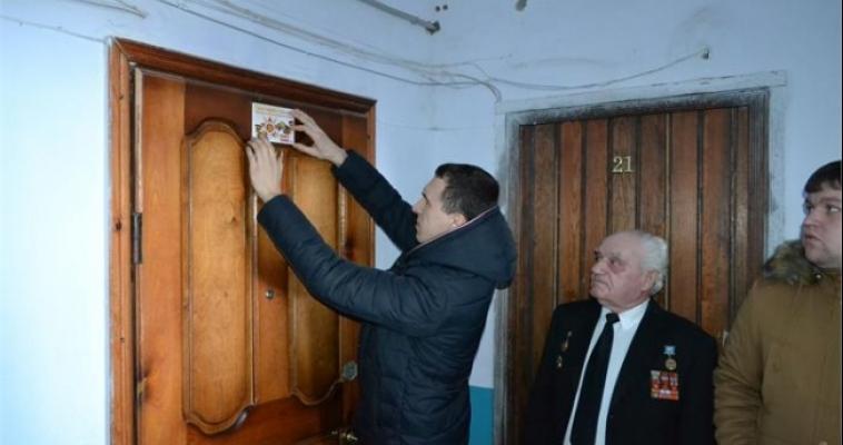 «Здесь живет участник Великой Отечественной войны». На Южном Урале устанавливают новые таблички