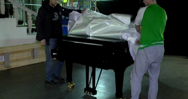 Концерту быть! Сегодня в Магнитку прибыл долгожданный музыкальный клавишный инструмент фирмы «Steinway».