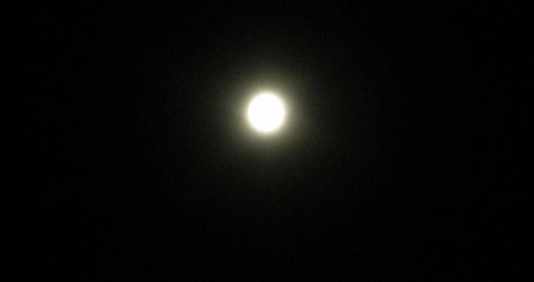 Россияне смогут наблюдать самое короткое лунное затмение за 100 лет