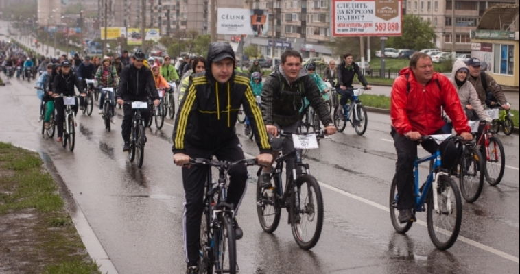 Парад 1000 велосипедов. Внезапный дождь и скользкая дорога не помешали провести в городе велопарад