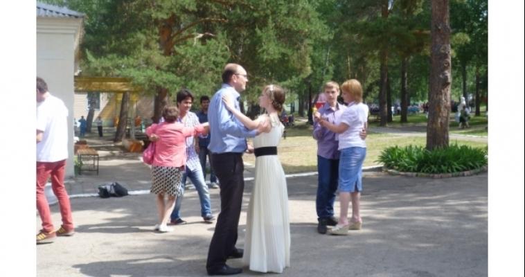 Стоимость одного дня в загородном лагере составляет почти 1 000 рублей