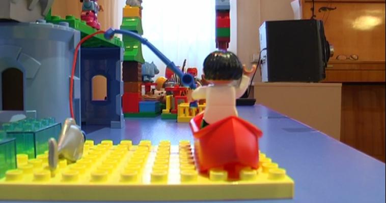 Высокие башни, большие роботы и любимые персонажи. Малыши сразились в ЛЕГО-конструировании