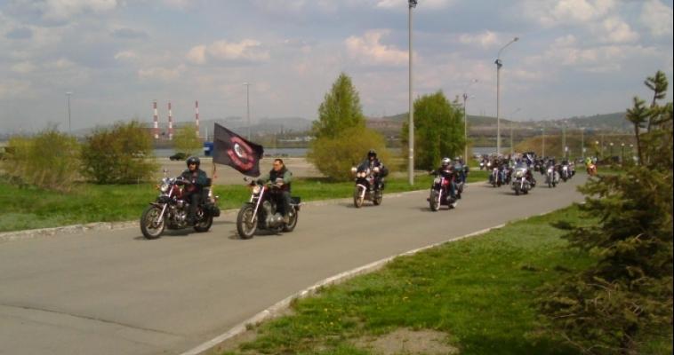 Под рев моторов мотоциклисты открыли сезон