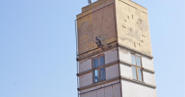 Башни на Центральном стадионе отремонтируют