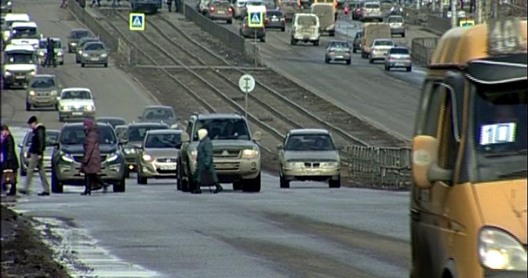 Хорошо живем. С начала года россияне потратили на покупку автомобилей около одного триллиона рублей