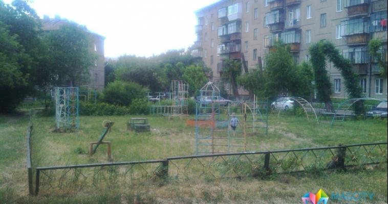 «Детская площадка возле каждого подъезда это не эффективно». Чиновники вновь обсудили вопрос досуга малышей