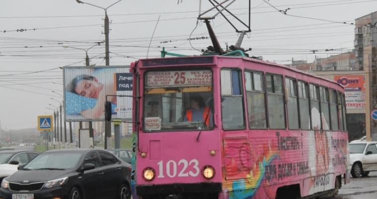 Семь трамвайных остановок обустроены для маломобильных горожан