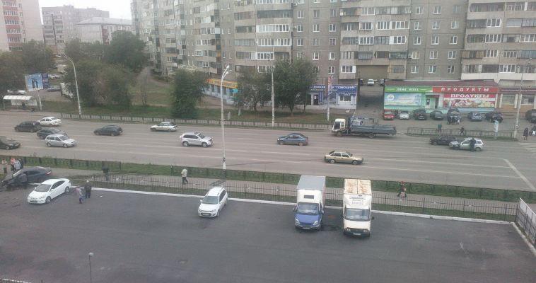 Дорога выходит из моды? На улице Ленина автомобиль протаранил ограждения