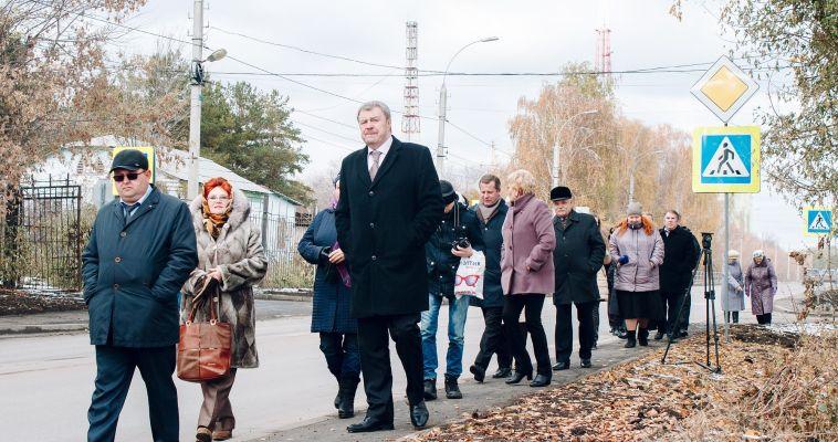 На Лесопарковой снова делегация. Чиновники нашли изъяны, жители высказали предложения