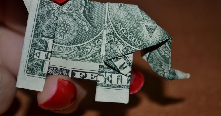 Не мелочь и тоже приятно. Доллар впервые опустился ниже октябрьского минимума 2015 года