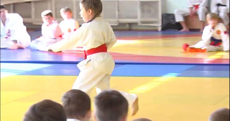 В Магнитке прошел турнир по каратэ шотокан