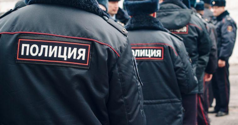 Полицейские проверяют ассортимент магазинов