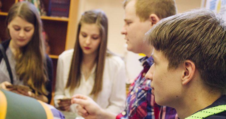 Социологи: подростки ставят семью выше романтических отношений