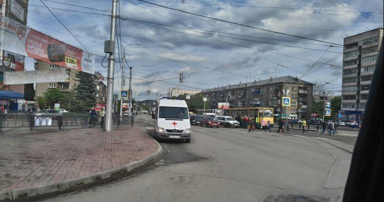 На площади Мира встали трамваи