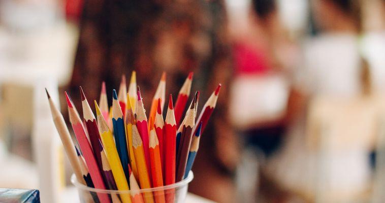 Детям предлагают нарисовать свое идеальное лето