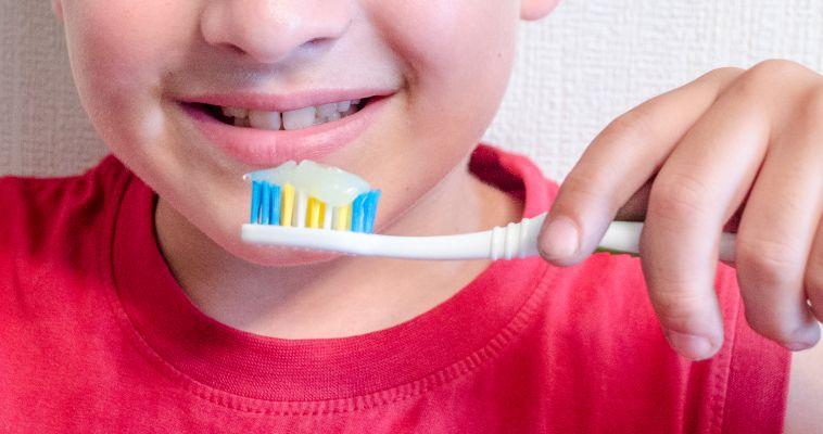 Как правильно чистить зубы, чтобы не было кариеса?