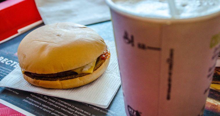 В июле южноуральцы чуть реже посещали бары и кафе