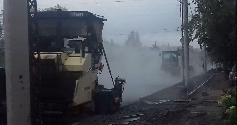 Подрядчик объяснил, почему Комсомольскую «закатывали» в дождь