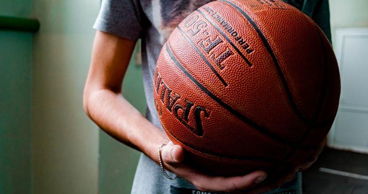 Баскетболистам нужна поддержка трибун!