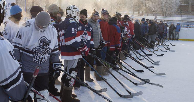 Челябинцы увезли кубок турнира по хоккею на валенках