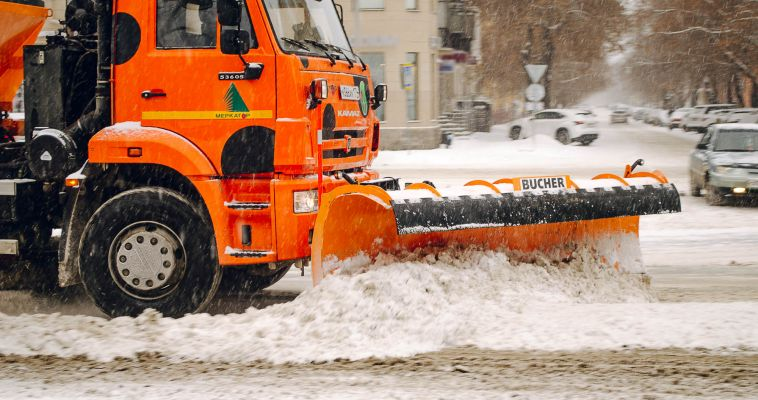 Город заваливает снегом. Дорожники пока справляются