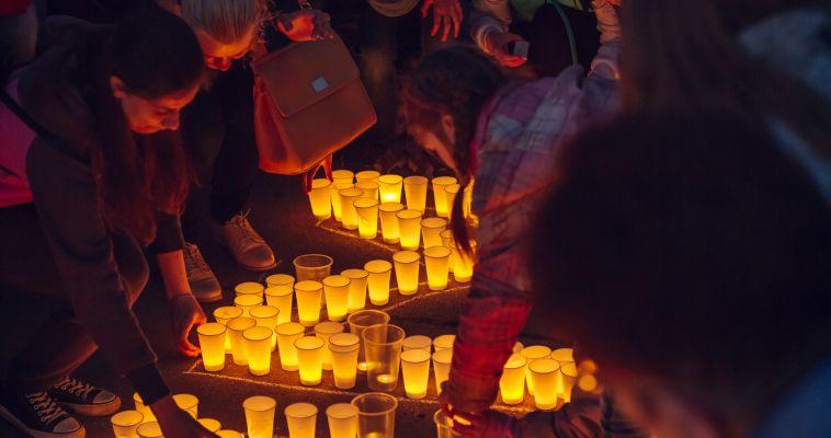 Фото. В Магнитогорске зажгли свечи в память о павших воинах