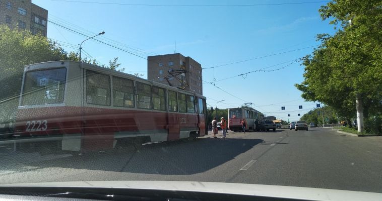 ДТП парализовало движение трамваев по Карла Маркса
