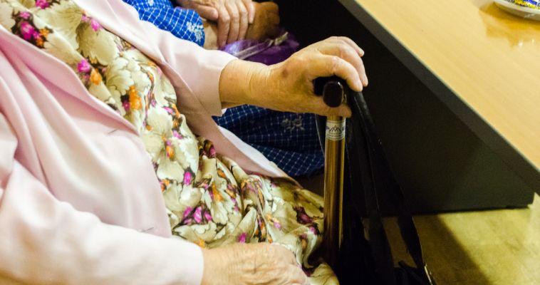 Завтра в библиотеках поздравят пожилых читателей