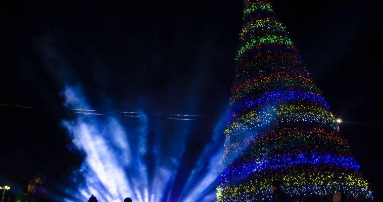 Ледовые городки будут украшать искусственные елки