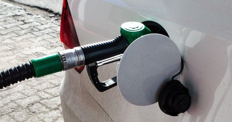 «Горючие» слезы. Цены на топливо продолжают ползти вверх