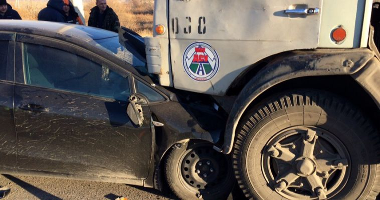 Водитель «Киа» после столкновения с «КамАЗом» находится в коме