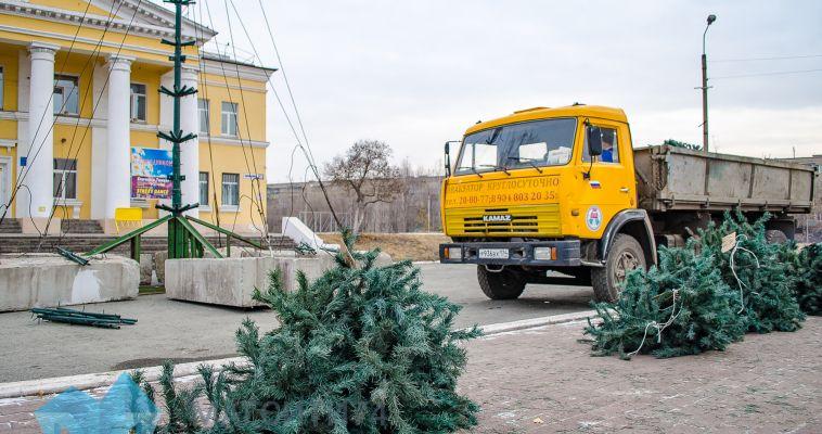 В Магнитогорске устанавливают новогодние елки