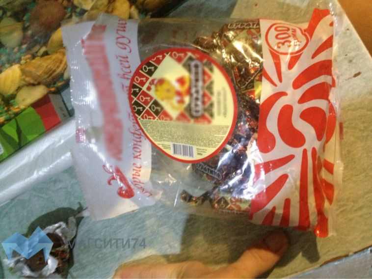 Жительница города купила шоколадные конфеты с сюрпризом