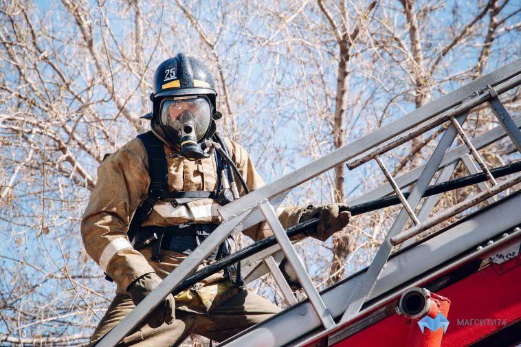 В выходные пожарные спасали бани и дорогие иномарки