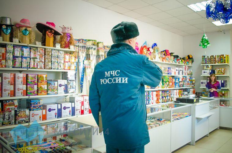 Сотрудники МЧС проверили магазины пиротехники