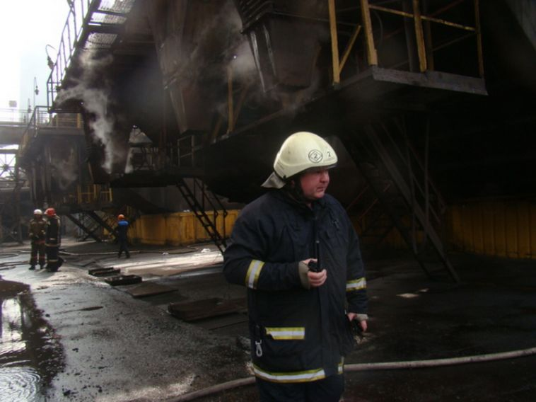 Магнитогорских спасателей наградили за отвагу на пожаре