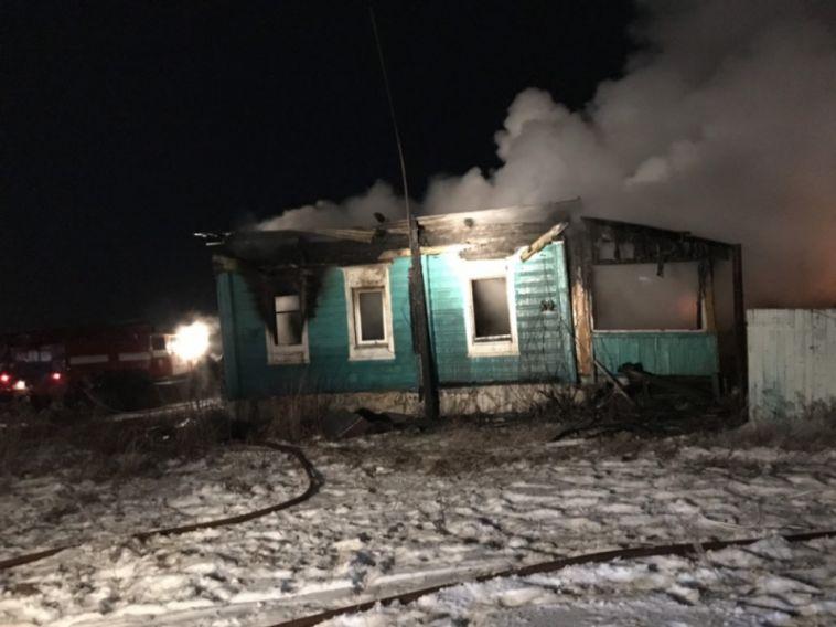 Трое погибли в пожаре из-за елочной гирлянды