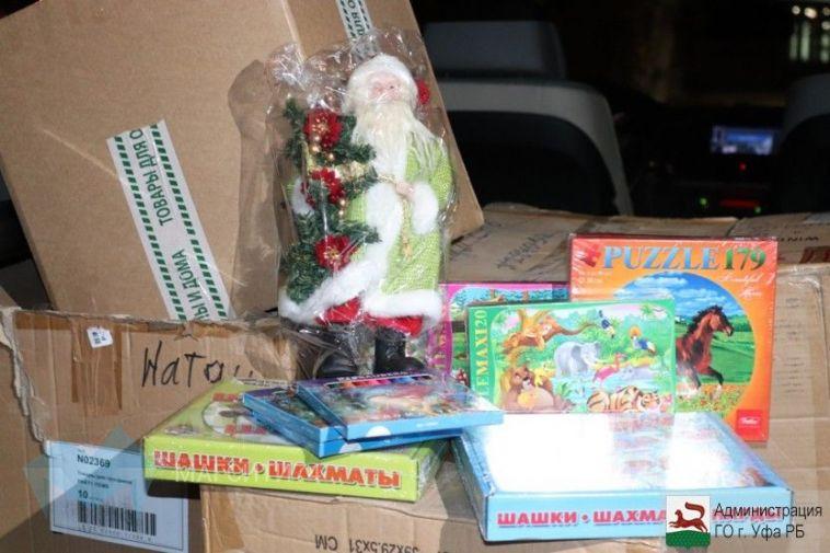 Уфимцы передали в Магнитогорск новогодние подарки