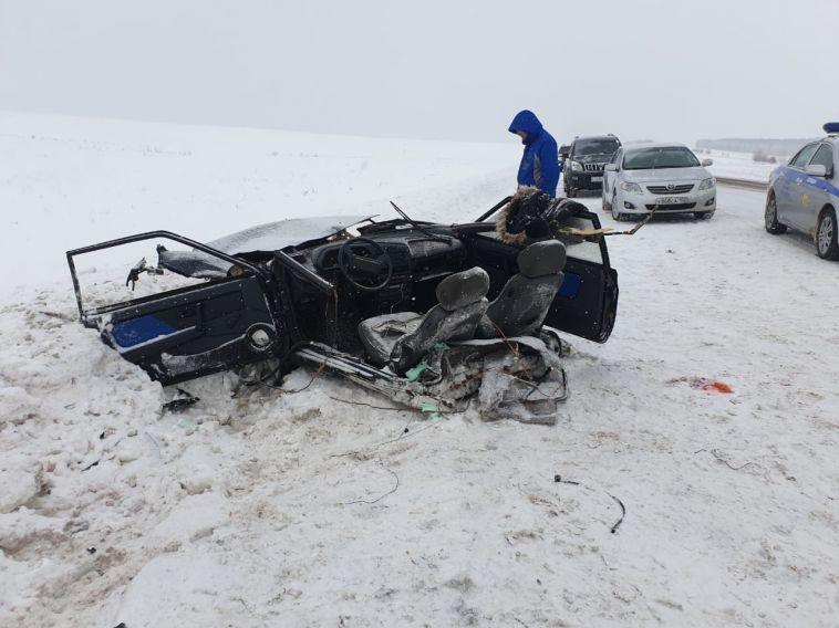В ДТП автомобиль разорвало пополам