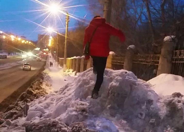 Магнитогорцы идут в гору из-за ошибки коммунальщиков