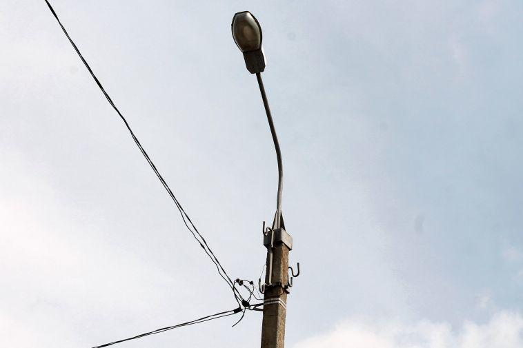 Жители поселка провели семь часов без света и тепла