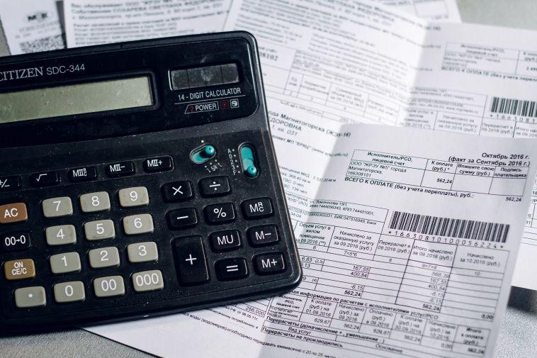Коллекторам запретят взыскивать с граждан долги за ЖКХ