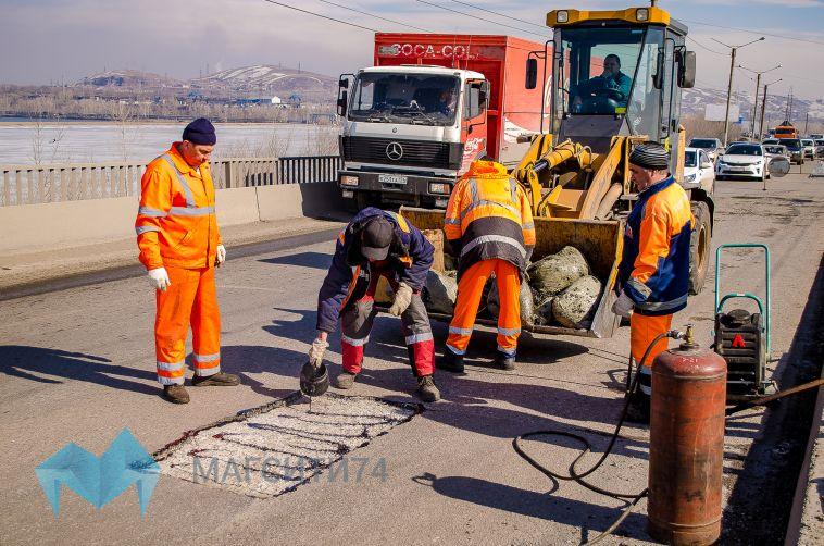 В городе приступили к ямочному ремонту дорог