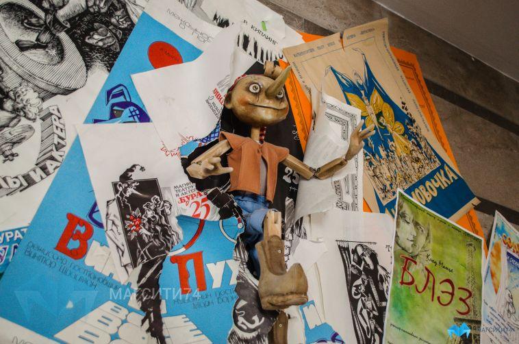 В картинной галерее открылась выставка «Закулисье»