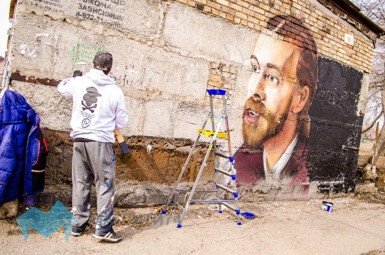 Портрет Децла украсил главный проспект в Магнитогорске