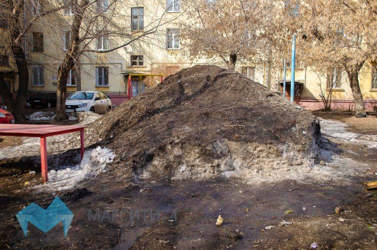 Жители Ленинского района пожаловались на состояние детской площадки