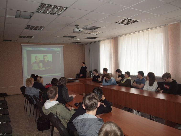 Сотрудники ГИБДД пришли к студентам