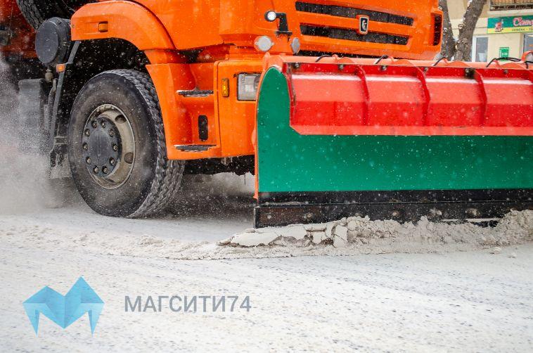 Дорожники вновь вышли на уборку снега